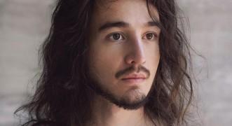 Após mais de um ano afastado, Tiago Iorc lança álbum surpresa